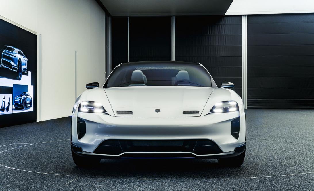Нажмите на изображение для увеличения.  Название:porsche-mission-e-cross-turismo-concept-25-cars-worth-waiting-for-308-1527113370.jpg Просмотров:30 Размер:96.6 Кб ID:254