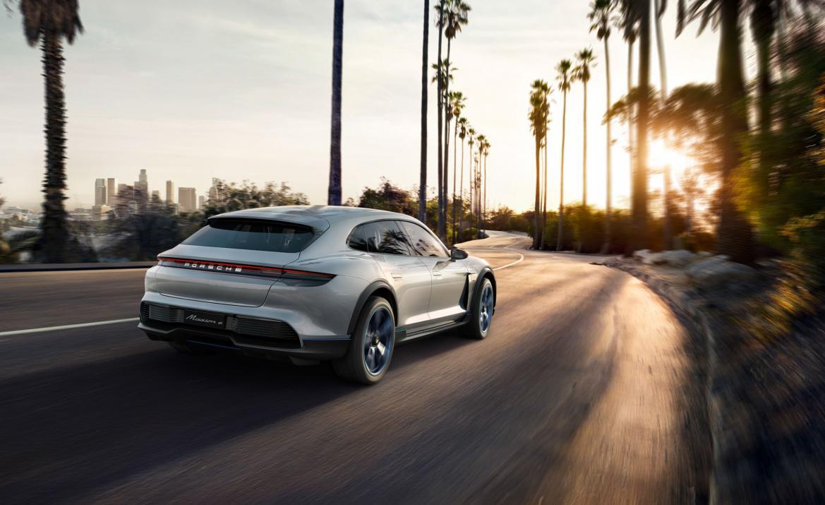 Нажмите на изображение для увеличения.  Название:porsche-mission-e-cross-turismo-concept-25-cars-worth-waiting-for-303-1527113317.jpg Просмотров:38 Размер:92.8 Кб ID:249