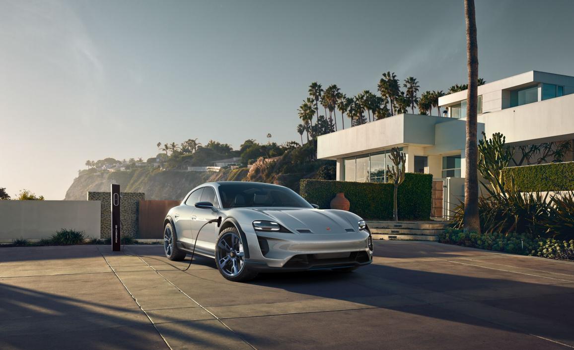 Нажмите на изображение для увеличения.  Название:porsche-mission-e-cross-turismo-concept-25-cars-worth-waiting-for-307-1527113321.jpg Просмотров:38 Размер:94.3 Кб ID:253